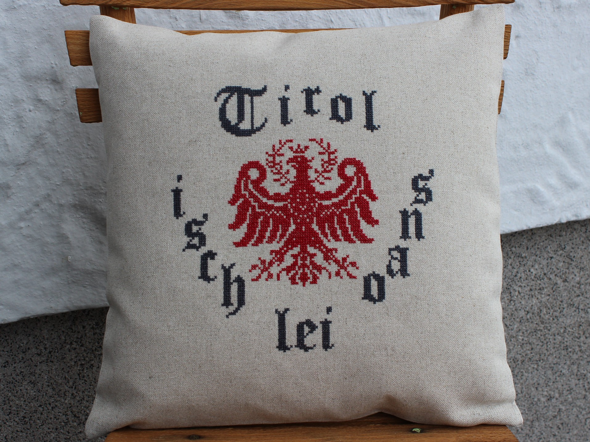 Adler Kissen Tirol isch lei oans