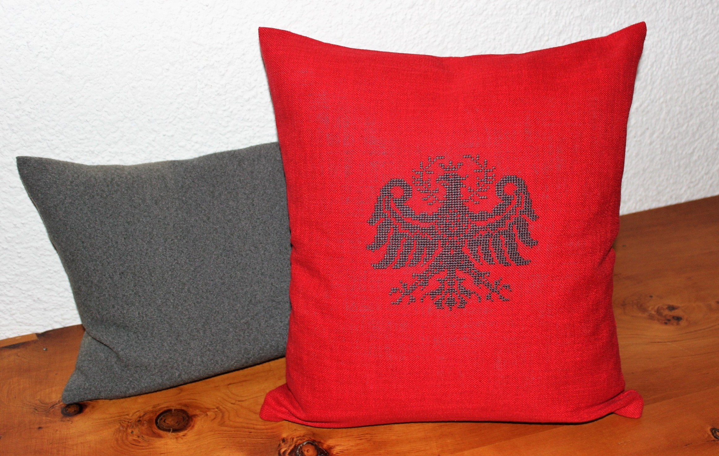 Tiroler Adler 2 auf Zirmlandleinen rot